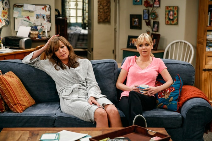 "Allison Janney as Bonnie and Anna Faris as Christy. Mom 4, ep. 3 ""Sparkling Water and Ba-dinkers"""