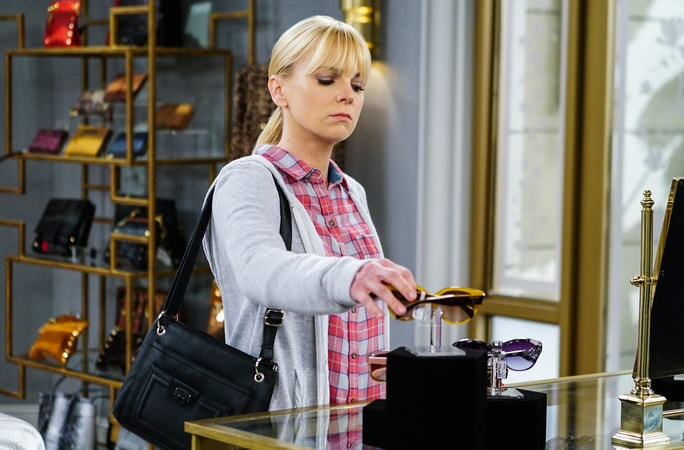 "Anna Faris as Christy. Mom 4, ep. 8 ""Freckled Bananas and a Little Schwinn"""