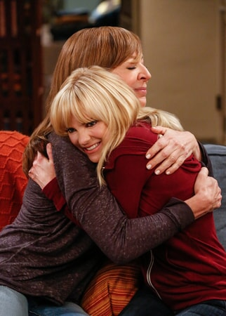 "Allison Janney as Bonnie and Anna Faris as Christy. Mom 4, ep. 11 ""Good Karma and the Big Weird"""