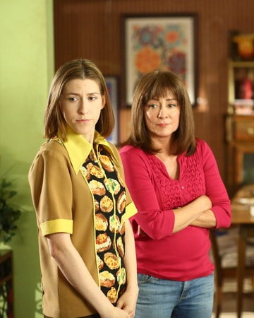 "Eden Sher and Patricia Heaton in Season 9, Epsiode 1 ""Vive Le Hecks"""