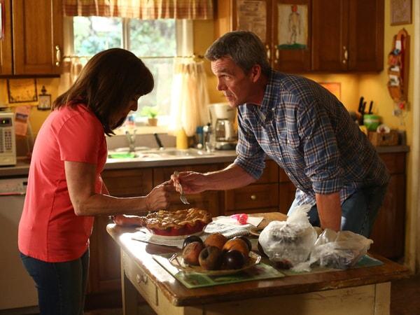 "Patricia Heaton and Neil Flynn in Episdoe 2, Season 9 ""Please Don't Feed the Hecks"""