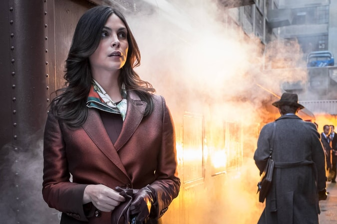 "Morena Baccarin as Dr. Leslie Thompkins. Gotham 3, ep. 2 ""Burn the Witch"""