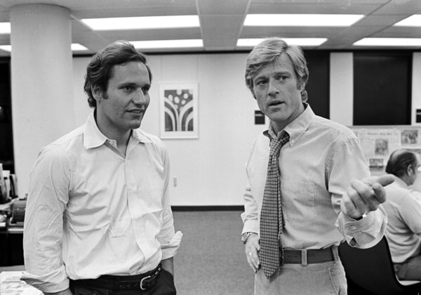 bob woodward and the actor who portrays him robert redford on the set of all the president's men