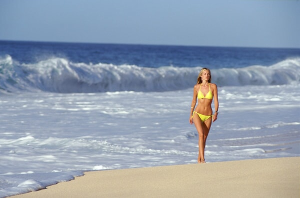 sara foster walking along the beach in the big bounce