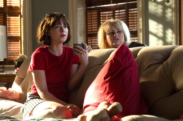 """DAKOTA JOHNSON as Alice, LESLIE MANN as Meg and REBEL WILSON as Robin in New Line Cinema's, Metro-Goldwyn-Mayer Pictures' and Flower Films' comedy """"HOW TO BE SINGLE,"""" a Warner Bros. Pictures release."""