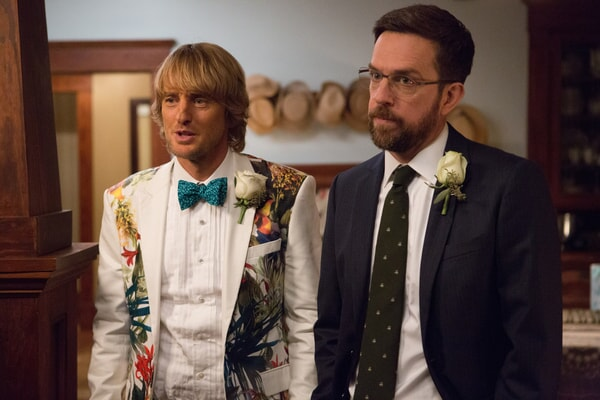 """OWEN WILSON and ED HELMS as twins Kyle and Peter in Alcon Entertainment and Montecito Pictures' comedy """"FATHER FIGURES,"""" a Warner Bros. Pictures release."""