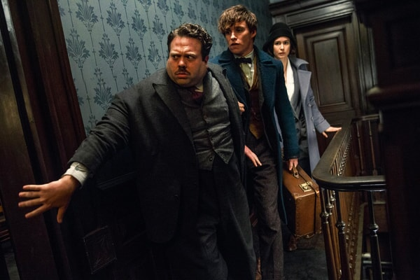 """DAN FOGLER as Jacob, EDDIE REDMAYNE as Newt and KATHERINE WATERSTON as Tina in Warner Bros. Pictures' fantasy adventure """"FANTASTIC BEASTS AND WHERE TO FIND THEM,"""" a Warner Bros. Pictures release."""
