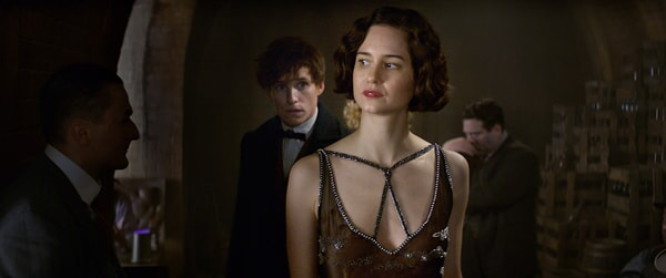 """EDDIE REDMAYNE as Newt and KATHERINE WATERSTON as Tina in Warner Bros. Pictures' fantasy adventure """"FANTASTIC BEASTS AND WHERE TO FIND THEM,"""" a Warner Bros. Pictures release."""
