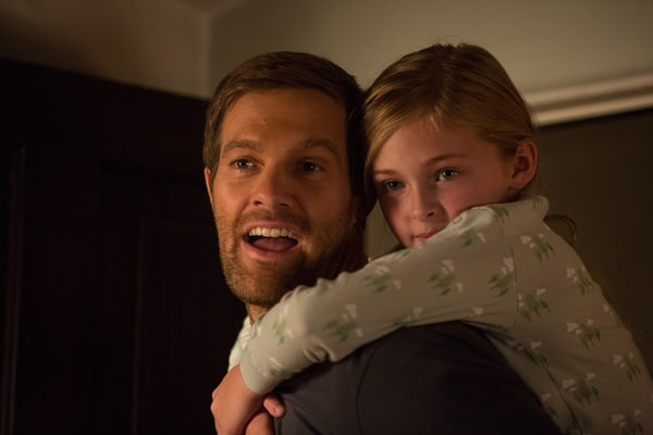 """GEOFF STULTS as David Connover and ISABELLA KAI RICE as Lily Connover in Warner Bros. Pictures' dramatic thriller """"UNFORGETTABLE,"""" a Warner Bros. Pictures release."""