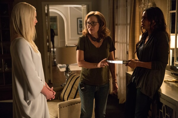 """KATHERINE HEIGL, director/producer DENIS DI NOVI and ROSARIO DAWSON on the set of Warner Bros. Pictures' dramatic thriller """"UNFORGETTABLE,"""" a Warner Bros. Pictures release."""