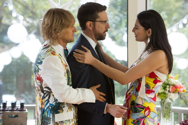 """OWEN WILSON as Kyle Reynolds, ED HELMS as Peter Reynolds and JESSICA GOMES as Kaylani in Alcon Entertainment's comedy """"FATHER FIGURES,"""" a Warner Bros. Pictures release."""