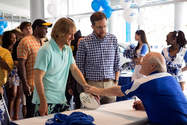 """OWEN WILSON as Kyle Reynolds, ED HELMS as Peter Reynolds and TERRY BRADSHAW as Terry Bradshaw in Alcon Entertainment's comedy """"FATHER FIGURES,"""" a Warner Bros. Pictures release."""