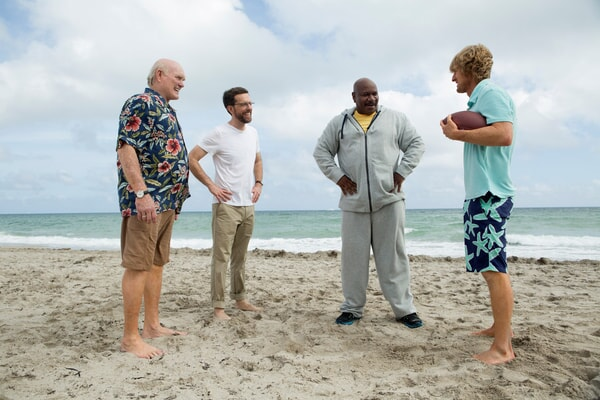 """TERRY BRADSHAW as Terry Bradshaw, ED HELMS as Peter Reynolds, VING RHAMES as Rod Hamilton and OWEN WILSON as Kyle Reynolds in Alcon Entertainment's comedy """"FATHER FIGURES,"""" a Warner Bros. Pictures release."""