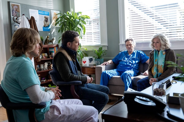 """OWEN WILSON as Kyle Reynolds, ED HELMS as Peter Reynolds, CHRISTOPHER WALKEN as Dr. Walter Tinkler and GLENN CLOSE as Helen in Alcon Entertainment's comedy """"FATHER FIGURES,"""" a Warner Bros. Pictures release."""