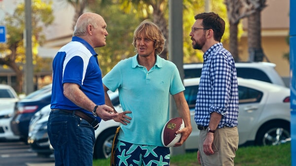 """TERRY BRADSHAW as Terry Bradshaw, OWEN WILSON as Kyle Reynolds and ED HELMS as Peter Reynolds in Alcon Entertainment's comedy """"FATHER FIGURES,"""" a Warner Bros. Pictures release."""