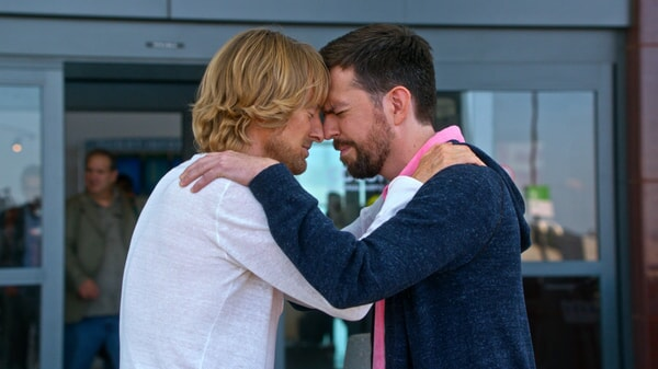 """OWEN WILSON as Kyle Reynolds and ED HELMS as Peter Reynolds in Alcon Entertainment's comedy """"FATHER FIGURES,"""" a Warner Bros. Pictures release."""