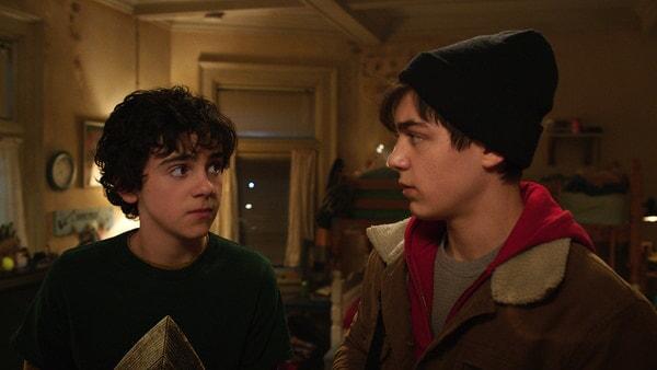 (L-r) JACK DYLAN GRAZER as Freddy Freeman and ASHER ANGEL as Billy Batson