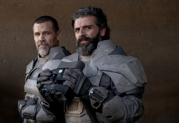 """(L-r) JOSH BROLIN as Gurney Halleck and OSCAR ISAAC as Duke Leto Atreides in Warner Bros. Pictures' and Legendary Pictures' action adventure """"DUNE"""""""