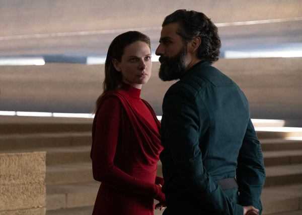 """(L-r) REBECCA FERGUSON as Lady Jessica Atreides and OSCAR ISAAC as Duke Leto Atreides in Warner Bros. Pictures' and Legendary Pictures' action adventure """"DUNE"""""""