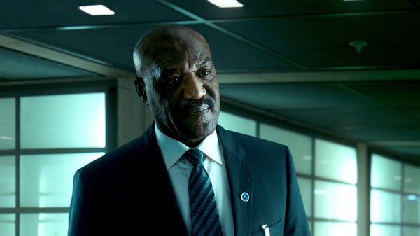"""DELROY LINDO as Instructor Hall in Alcon Entertainment's action thriller """"POINT BREAK,"""" a Warner Bros. Pictures release."""