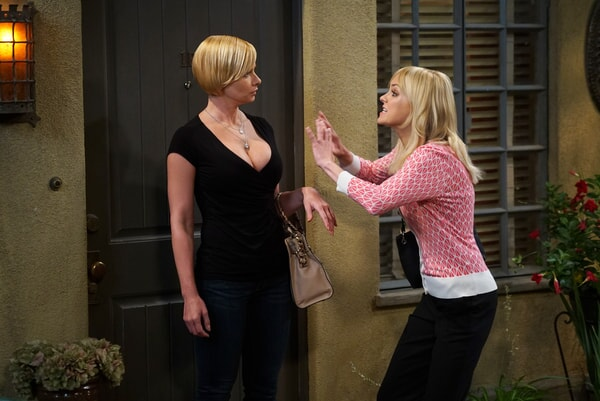 """Jaime Pressley as Jill and Anna Faris as Christy.  Mom 4, ep. 1 """"High-Tops and Brown Jacket"""""""